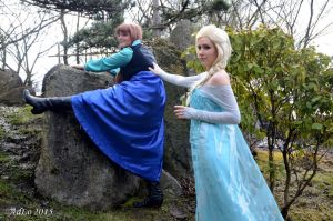 Frozen Elsa and Anna Cosplay by sakykeuh