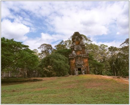 Prasat South Kleang #5 by Roger-Wilco-66