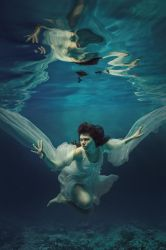 Underwater angel by fly10