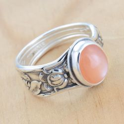 Spoon Ring w Peach Moonstone by metalsmitten
