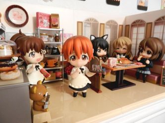 K-ON Girls Visit the Working! Cafe by staticwind