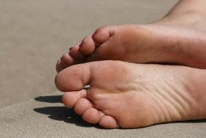 Relaxed feet by foot-portrait