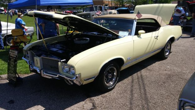 1971 Oldsmobile Cutlass Supreme Convertible by EThinnes