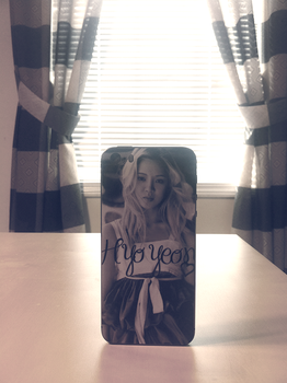 .hyoyeon iphone 5s skin by FledMorphine