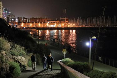Night bay in Tel Aviv port by notroot
