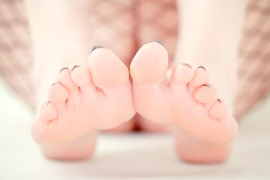Mearle: Fence Net and Toes by LovittGirl