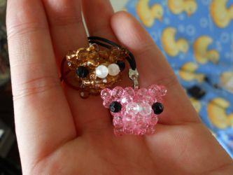 Beaded Piggies by harksum