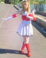Super Sailor Moon Cosplay (Figurarts pose) by GlowingSnow