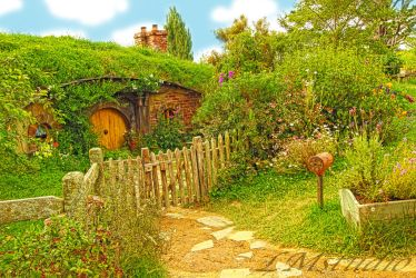 Hobbit House Lord of the Rings by Laternamagica-studio