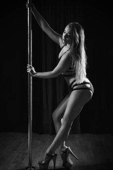 MS Pole Fitness BW by akuna