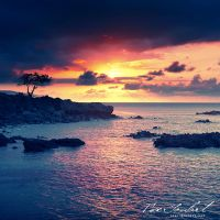 Sunset in Hawaii by IsacGoulart