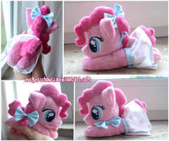 Tiny Pony Beanie Test with dress by zuckerschnuti