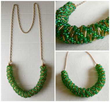 Green Spiral And Chain Necklace by QuantumPhysica