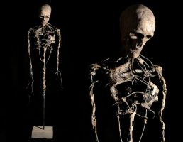 Skeleton sculpture by Henkybenky