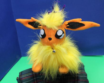 Flareon Plush by MeMiMouse