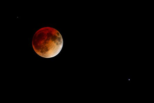Retouched Lunar Eclipse Blood Moon by InQdeth