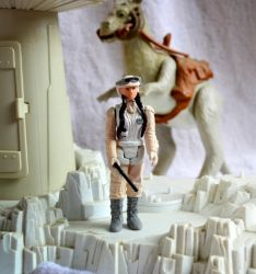 Vintage Kenner style Princess Leia (Hoth Battle Ge by mousedroid-hoojib