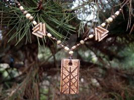 Web of Wyrd wooden necklace by Ljotunnr