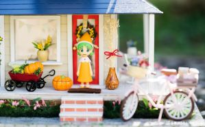 Yotsuba and Fall Decoration by kixkillradio