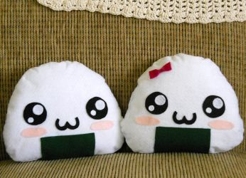 Boy and Girl Onigiri Plushies by nokomomo