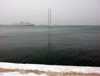 Stairway to nowhere - snow edition by Mitsuoka123