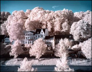 Neumuehlen Hamburg infrared by MichiLauke