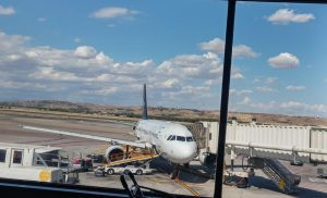 Airbus A319 Unloading Cargo by R3Create