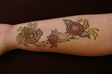 ~Drying flower henna tattoo with glitter~ by Emeraldserpenthenna
