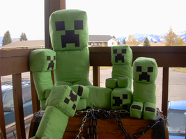 Plushie Creeper Family by Oomles