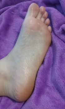 Baby oil Foot by Photogenic-Feet-29