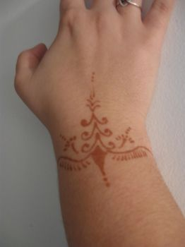 Henna 2 by Court-chan