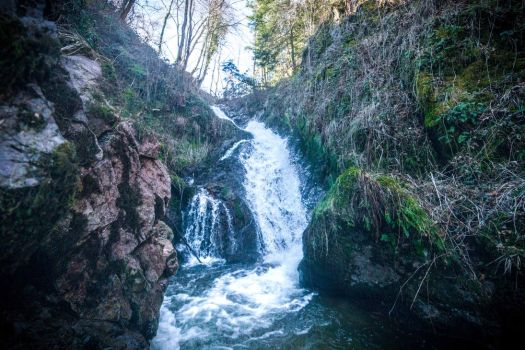 waterfall in the rock by YgsenddPhoto