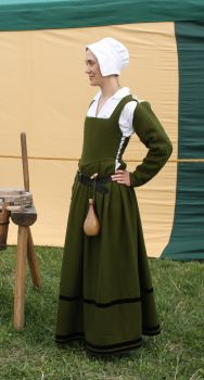 Green Tudor dress side view by PetStudent