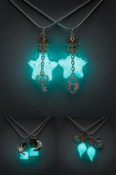 Glowing Friendship necklaces by FrozenNote