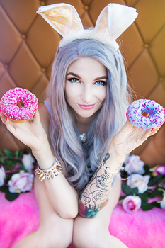Donut queen by AshiMonster