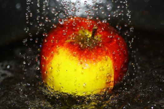 Cleaning an apple by rainman65
