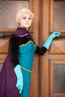 Elsa, please, open the door by GrimildeMalatesta
