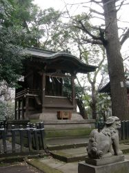 A Shrine Near Roppongi by shinzei