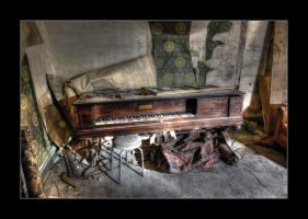 Forlorn Piano by 2510620