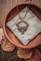 Wire Pendant Throne for Queen by UrsulaJewelry