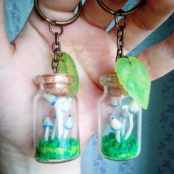 Keychain trinkets with mushrooms by Shalfairy