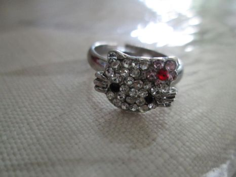 Hello Kitty Ring by Nightmareswithin