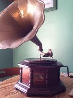 Photo of my old gramophone. by Scardogon