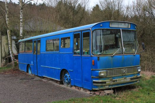 Old blue bus by Age3111