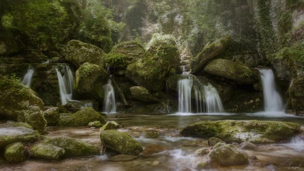 Gorges of Furon by Loopol