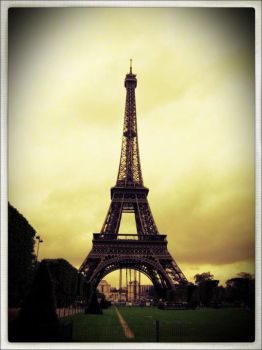 Eiffel by sinanalrawi