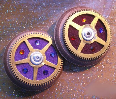 Paired Leather Cog brooches by Feybles
