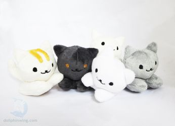 Neko Atsume Plushies (Pattern Available) by dollphinwing