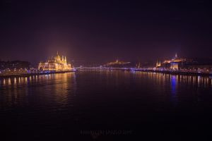 Between Pest and Buda at Night by rembo78