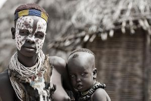 Karo Woman with Babe by Tenbult